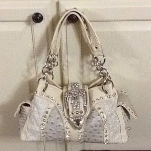 Silverake purse that has never been used.